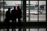 Warszawa Okęcie: Awaryjne lądowanie na lotnisku Chopina 15.08. Utrudnienia dla pasażerów, opóźnione przyloty i odloty