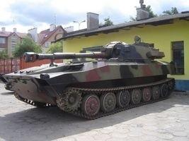 Haubicę 2s1 typu Goździk Marcin Lenarciak sprowadził z Poznania. Jest to jedyna taka maszyna w Polsce, która trafiła do prywatnego właściciela.