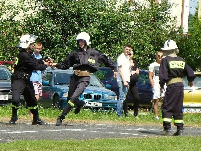 Sztafeta podczas zawodów strażackich.