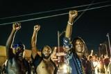 USA: Afroamerykanin postrzelony siedmiokrotnie przez policjanta na oczach żony i dzieci. Wybuchły zamieszki, mecze NBA zagrożone! (VIDEO)