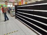 Ostatnie dni sklepu Auchan w Mysłowicach. Na półkach już prawie pustki