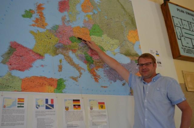 - To nasza mapa, a której zaznaczamy odwiedzane miejsca – mówi Paweł Korzeń, dyrektor ZSP