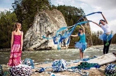 Dziewczęta z błękitnymi warkoczami nad Białką FOT. TOMASZ WIECH