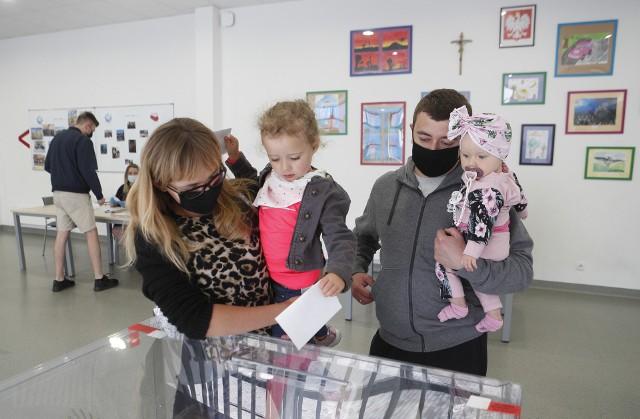 Trwa druga tura wyborów prezydenckich. Zobacz, jak głosują mieszkańcy Rzeszowa.
