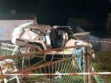 Wypadek w Starych Brodach. Mazda rozbita, trzy osoby ranne. Kierowca był pijany?
