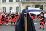 """Protest ratowników medycznych w Warszawie. """"Ratownik - systemu niewolnik"""" [ZDJĘCIA] [WIDEO]"""