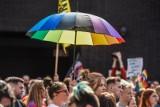 """Czy Łódzkie straci 10 miliardów zł przez uchwałę """"anty LGBT"""" przyjętą przez sejmik?"""