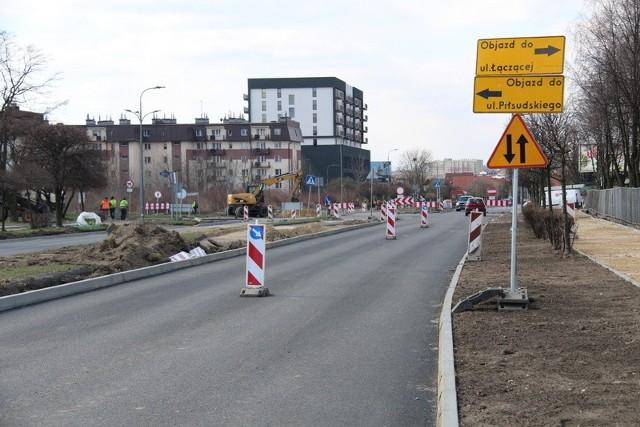 W Dąbrowie Górniczej trwa przebudowa alei Zagłębia Dąbrowskiego i fragmentu ulicy Tysiąclecia.Zobacz kolejne zdjęcia. Przesuwaj zdjęcia w prawo - naciśnij strzałkę lub przycisk NASTĘPNE