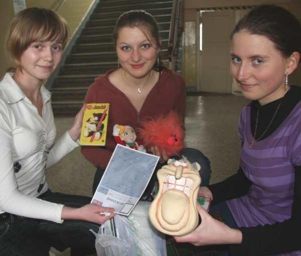 - Mamy już pierwsze prezenty dla ukraińskich dzieci - pokazują Kama Piskorek, Paulina Drobina oraz Magdalena Wilk