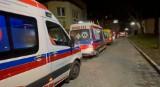 """Zabrze. 20 karetek w kolejce do szpitala. """"Na Śląsku trwa wojna z epidemią"""" - mówi ratownik"""