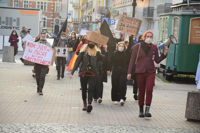 Mateusz Wąchalski (rocznik 2004). Członek Młodych Razem i koordynator w fundacji Warto Być Równym nad Wartą. Jesienią 2020 był jedną z twarzy gorzowskiego Strajku Kobiet.