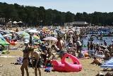 Upalna niedziela nad zalewem w Sielpi. Tłumy zażywały kąpieli [ZDJĘCIA]
