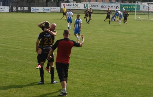 Piłkarze Unii w końcu mogli cieszyć się z wygranej na swoim boisku