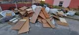 """Wejherowo: Podrzucił śmieci, osiedlowy """"monitoring"""" nie zawiódł. Wysoki mandat od strażników miejskich!"""