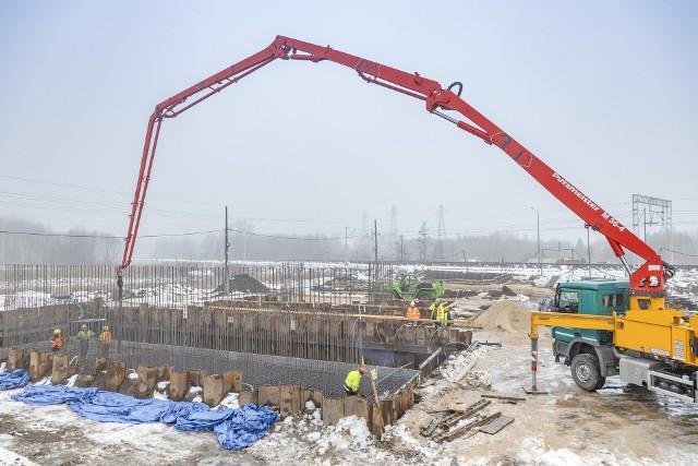 Na linii kolejowej pomiędzy Warszawą a granicą województwa PLK zaplanowały budowę 11 bezkolizyjnych przepraw przez tory.