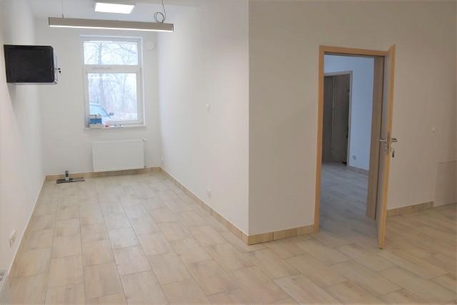 Prace remontowe w Ośrodku Zdrowia w Tucznie zakończono z początkiem lutego 2021. Obecnie trwa wyposażanie przychodni w meble. Dla mieszkańców Ośrodek otwarty zostanie zaraz po Wielkanocy, czyli na początku kwietnia 2021 r.