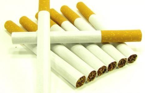 wzrost podatku akcyzowego od 2014 r. spowoduje, że paczka papierosów podrożeje średnio o złotówkę.