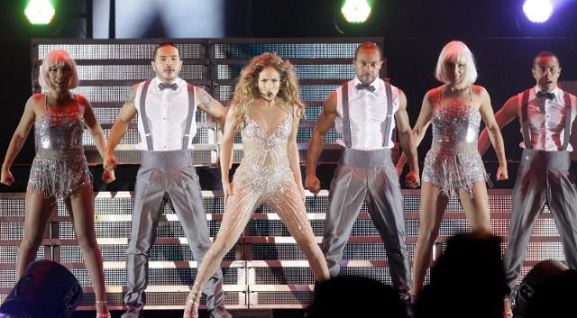 Jennifer Lopez opublikowała na Instagramie zdjęcie, które wywołało mnóstwo emocji wśród jej fanów. 52-letnia gwiazda pokazała się w bardzo seksownym stroju kąpielowym. Fani nie dowierzają!Zobacz więcej zdjęć artystki >>>