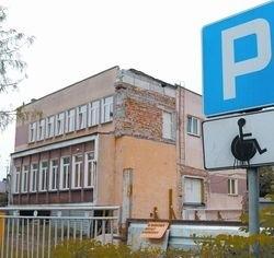"""W """"tym czymś"""", bo trudno to nawet nazwać budynkiem, sędziowie wydają wyroki w imieniu Rzeczypospolitej Polskiej!"""