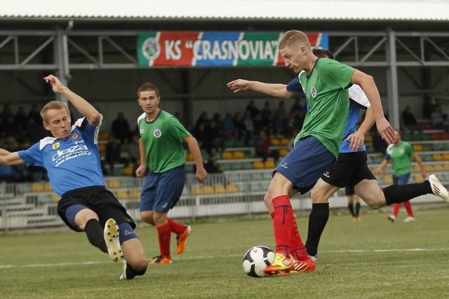Piłkarze Crasnovii Krasne (zielone koszulki) z radością wracają do ligowych zmagań.