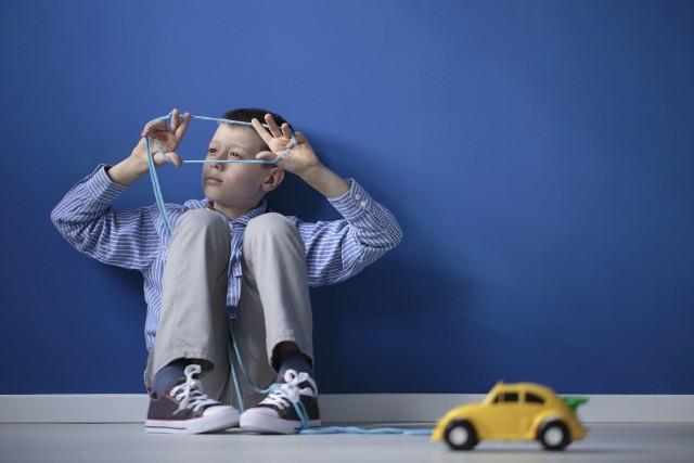 Osoby z syndromem Aspergera nie zawsze są w stanie zidentyfikować i zakomunikować swoje wrażenia, mogą także wykazywać brak akceptacji dla skutków ubocznych, które dla większości osób nie byłyby problematyczne.