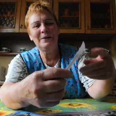- Trochę już jestem wiekowa, komputer to dla mnie ciągle wielka niewiadoma - przyznaje sołtyska Bielowa Janina Waluś, która powiesiła w swojej miejscowości ogłoszenia o darmowym kursie