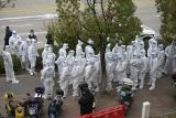 Chiny: Chaos na lotnisku w Szanghaju po wykryciu koronawirusa. Przerażeni pasażerowie musieli się poddać testom [WIDEO]