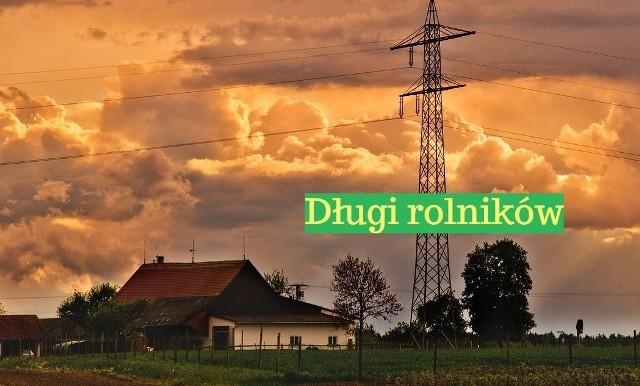 Prawie pół miliarda złotych - tyle wynosi łącznie zadłużenie gospodarstw rolnych, leśnych i rybackich w całym kraju znajdujących się w Krajowym Rejestrze Długów. Znalezienie się w KRD świadczy o dużych kłopotach ze spłatą należności. Dokładnie jest to 489 324 544,68 zł. Takich gospodarstw jest w Polsce 9,4 tys. Średnie zadłużenie jednego z nich wynosi nieco ponad 52 tys. zł. Najwięcej dłużników jest na Mazowszu i w Wielkopolsce. Najmniejsze łączne zadłużenie mają gospodarstwa w województwie podlaskim. Pod kolejnymi zdjęciami przedstawimy ranking województw pod względem wielkości zadłużenia gospodarstw wciągniętych na listę Krajowego Rejestru Długów. Podajemy też kwoty aktualne w ostatnich dniach marca 2018 --->>