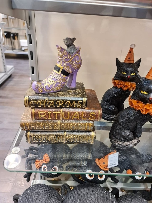 Na półkach sklepowych pojawiły się akcesoria na Halloween -wybór jest spory, a ceny zaczynają się od 15 złotych.