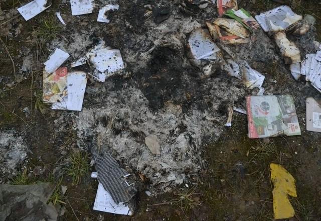 Kurier spalił listy w ognisku