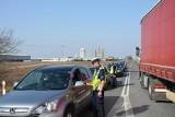 Otwarcie fabryki Forte w Suwałkach. Policjanci sprawdzali, czy uczestnicy wydarzenia wracają trzeźwi (zdjęcia)