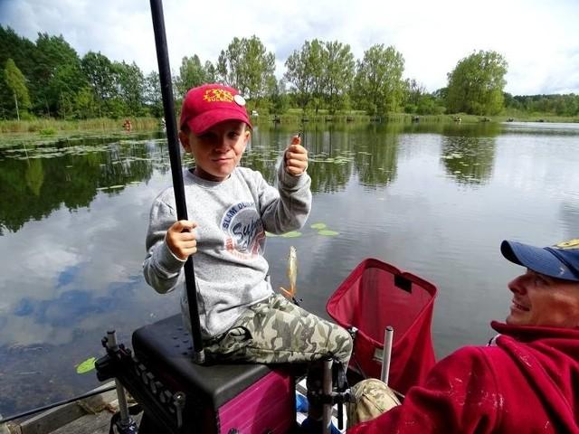 Dla dzieci wędkarstwo to zabawa, satysfakcja, przebywanie na łonie przyrody i zdobywanie umiejętności