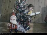 Paczki na święta. Zobacz, jakie prezenty na Gwiazdkę dostawały dzieci w PRL-u, a jakie przed wojną