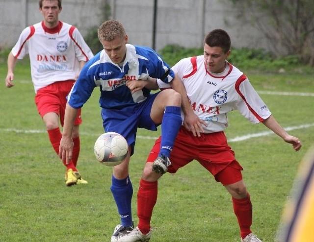 Strumyk Malawa - Sokól Nisko 0-1Pilkarze Strumyka Malawa (bialo-czerwone stroje) przegrali w meczu IV ligi z Sokolem Nisko 0-1. Zwycieską bramke dla gości strzelil w 30. minucie Pawel Kaczmarczyk.