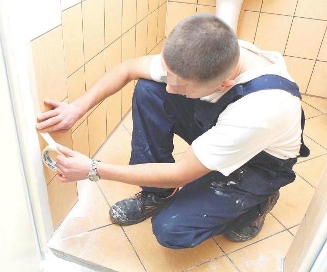 Więźniowie, dzięki nowym kwalifikacjom, remontują m.in. pomieszczenia zakładu karnego.