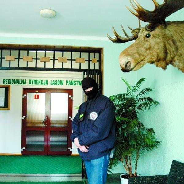 CBA przeszukało dziś biuro Regionalnej Dyrekcji Lasów Państwowych w Białymstoku. Według CBA, leśnicy mieli narazić Skarb Państwa na stratę ponad 5 mln zł!