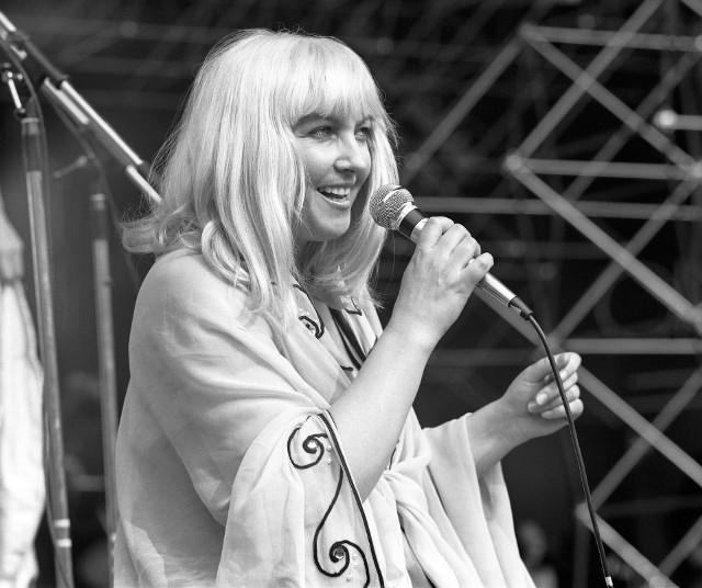 """Maryla Rodowicz w 1977 roku śpiewała w Opolu m. in. piosenki """"Krąży, krąży złoty pieniądz"""" i """"Bossa nova do poduszki""""."""
