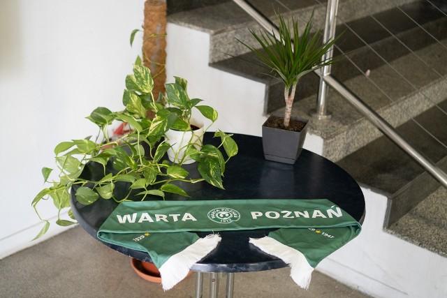 Kwiaty można zostawiać w recepcji nowej siedziby na specjalnie przygotowanym stoliku