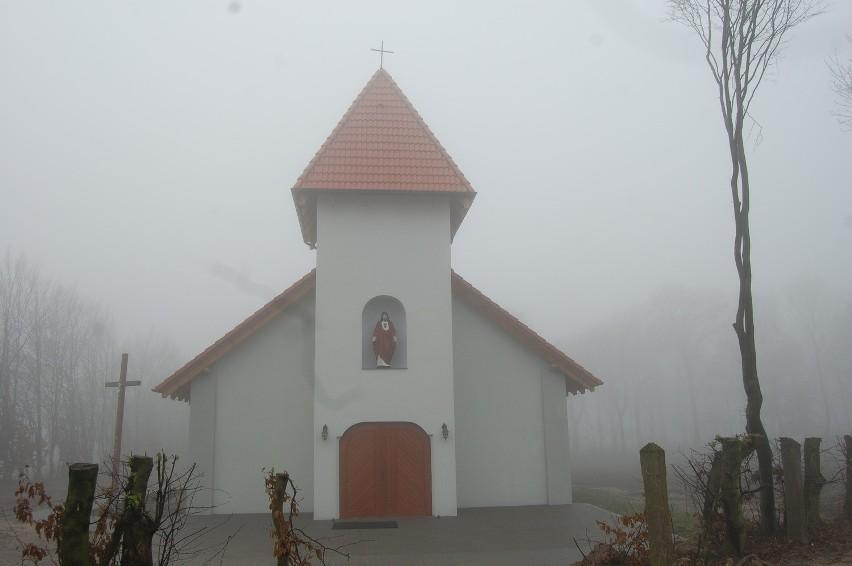 Nowa kaplica wzniesiona została dość daleko od klasztoru. Posługę duszpasterską sprawują tu nadal księża pallotyni.