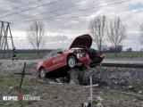 Samochód wjechał pod pociąg na przejeździe kolejowym w Wojnowicach