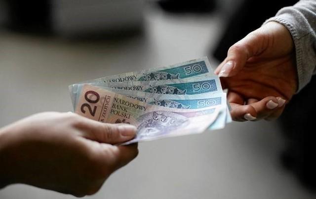 Płaca minimalna 2021 zostanie zamrożona? Zobacz stawki płacy minimalnej brutto przez ostatnie 10 lat na kolejnych slajdach >>>