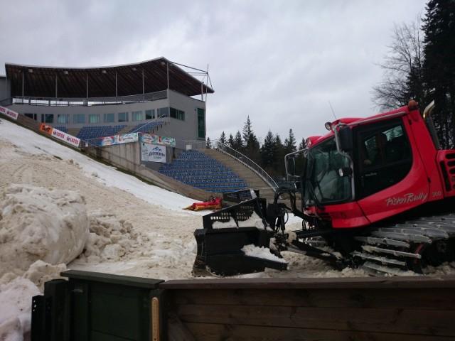 Na skoczni im. Adama Małysza w Wiśle trwają ostatnie przygotowania do czwartkowych zawodów Pucharu Świata.