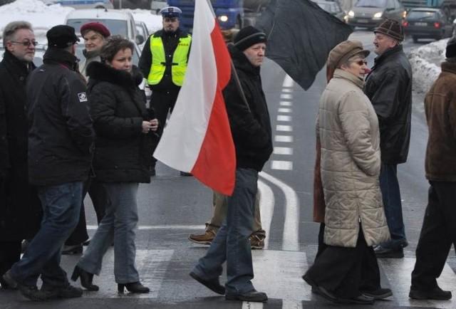 Mieszkańcy Niemodlina od dawna walczą o budowę obwodnicy. W styczniu 2010 roku zablokowali trasę Opole - Nysa żądających szybkiej jej budowy.