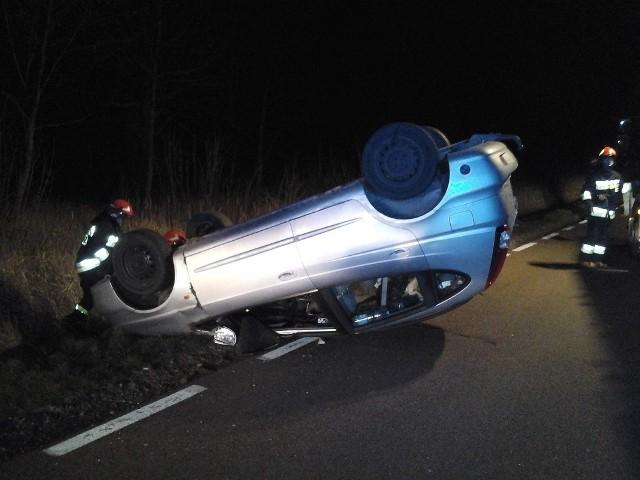 W piątek, 29 listopada, po godz. 19.20, do Stanowiska Kierowania Komendanta Powiatowego PSP w Bielsku Podlaskim wpłynęło zgłoszenie o wypadku. Na drodze wojewódzkiej nr 689, w pobliżu Bielska Podlaskiego, zderzyły się 3 pojazdy.