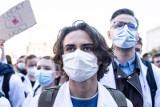 """Protestujący medycy wysłali list do prezesa Kaczyńskiego i premiera Morawieckiego. """"Protest nie był polityczny. Próbowaliśmy się dogadać"""""""