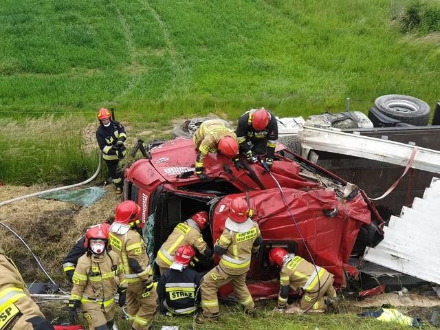 Wypadek ciężarówki na autostradzie A4 w Mysłowicach miał miejsce na jezdni w stronę KatowicZobacz kolejne zdjęcia. Przesuwaj zdjęcia w prawo - naciśnij strzałkę lub przycisk NASTĘPNE