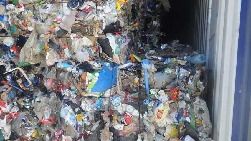 Coraz więcej transportów z odpadami zza granicy trafia do...