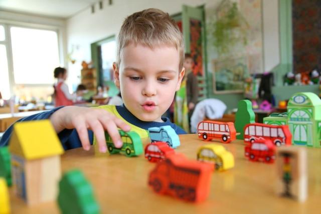Przedszkola zapewniają dzieciom wielogodzinną opiekę, ale nie wszystkie maluchy będą mogły z niej skorzystać