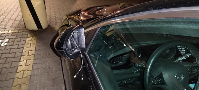W niedzielę złodzieje okradli kilkanaście aut na Grunwaldzie w Poznaniu. Sprawę zgłoszono policji.Kolejne zdjęcie -->