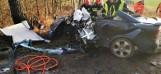 Śmiertelny wypadek na drodze koło Sieradza. Nie żyje 21-letni mężczyzna. Informacje policji zdjęcia z wypadku